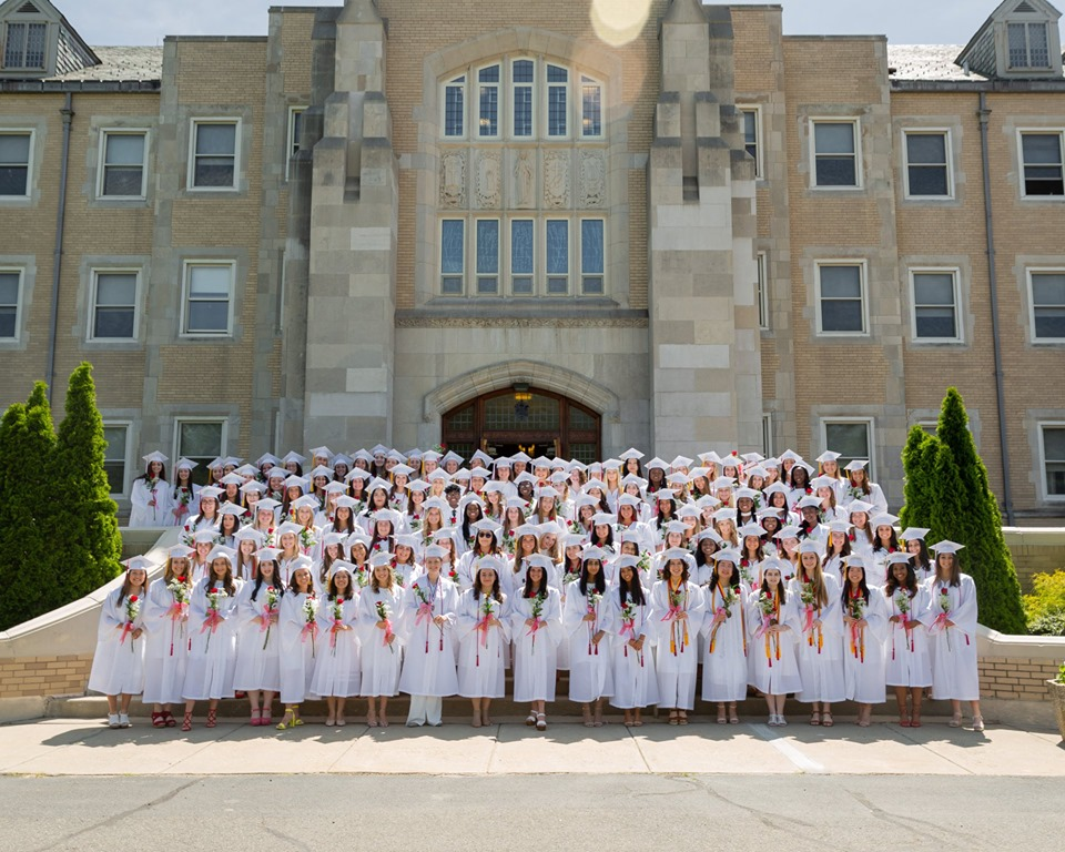 Class+of+2019+on+the+steps+of+SHA%27s+chapel+right+before+the+graduation+ceremony+begins.+